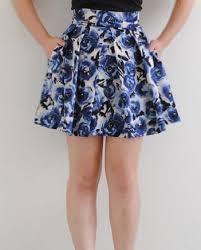 Model Rok Pendek Gambar Bunga Selutut