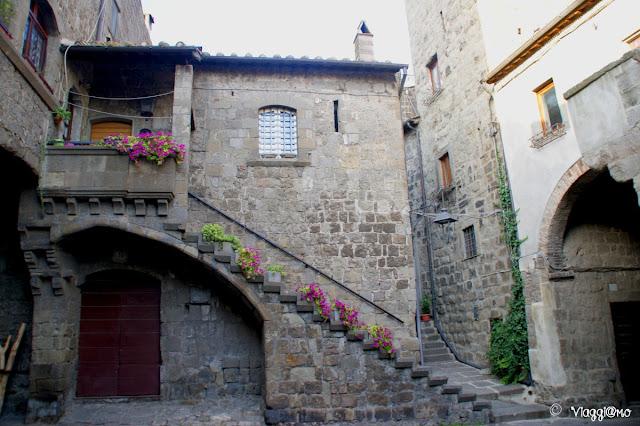 La bella Casa degli Alessandri nel quartiere medievale di Viterbo