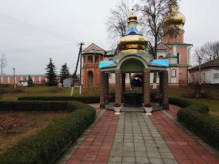 Густыня. Свято-Троицкий монастырь. Колодец