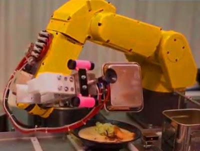 5 robot pelayan di tengah pandemi corona