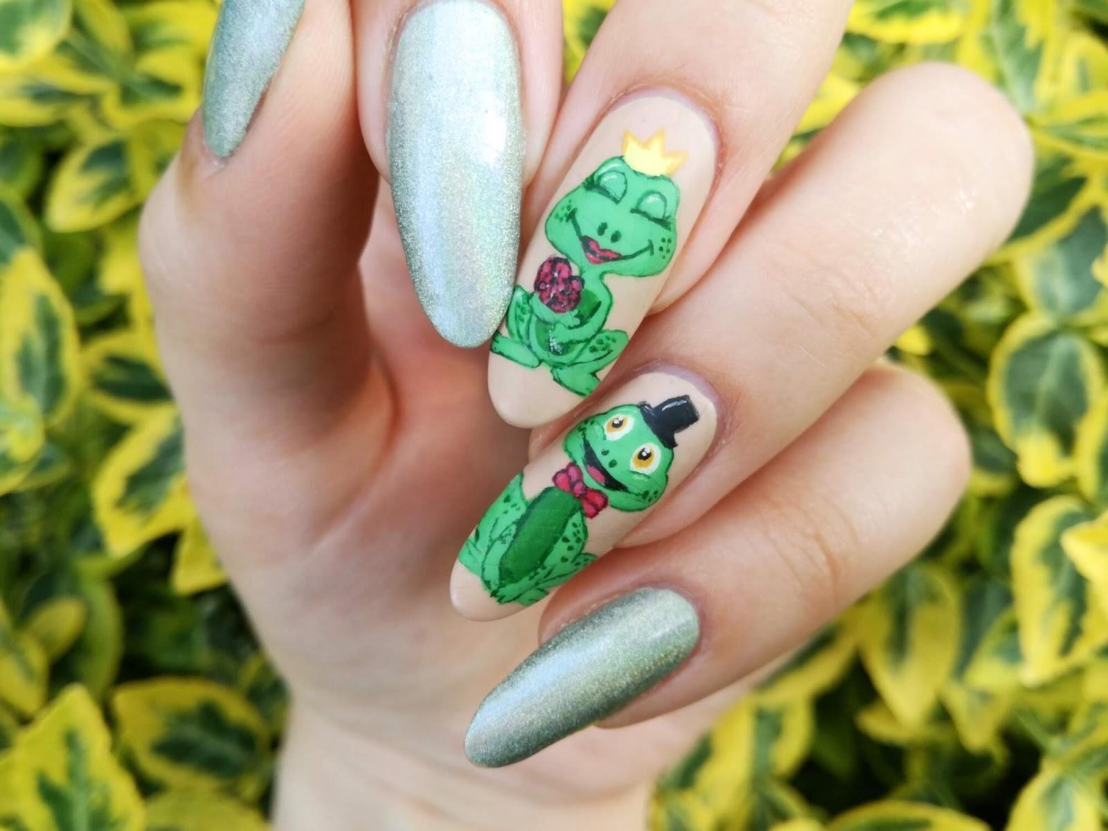 urocze paznokcie w żaby