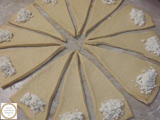 Aluat fraged cu untura si branza sarata reteta traditionala din bucataria sarbeasca preparat cu lapte faina iaurt drojdie si oua retete culinare de patiserie traditionale de casa,