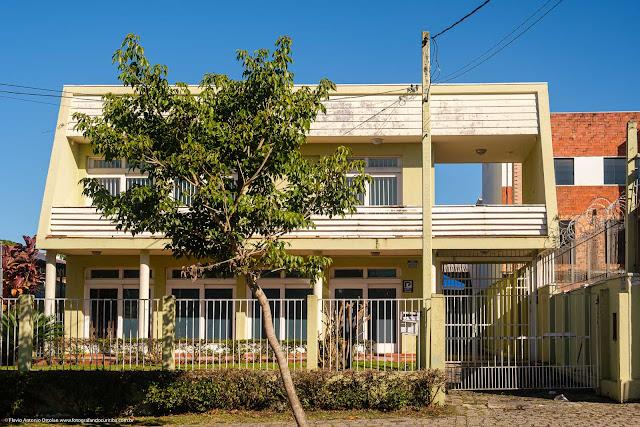 Casa em estilo modernista na Rua Prof. Brandão, Curitiba