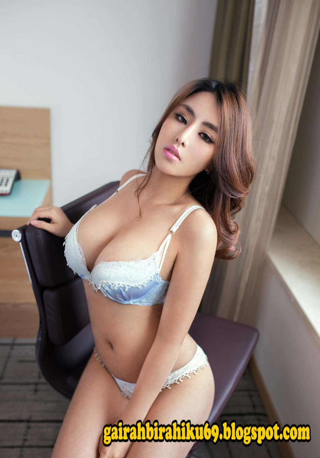 Petite nude asian women