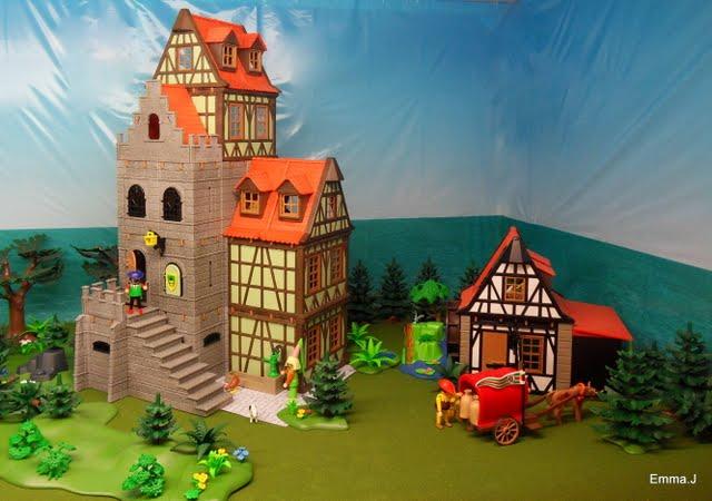 Large round dining room table - Tudor Manor Tower Emma J S Playmobil