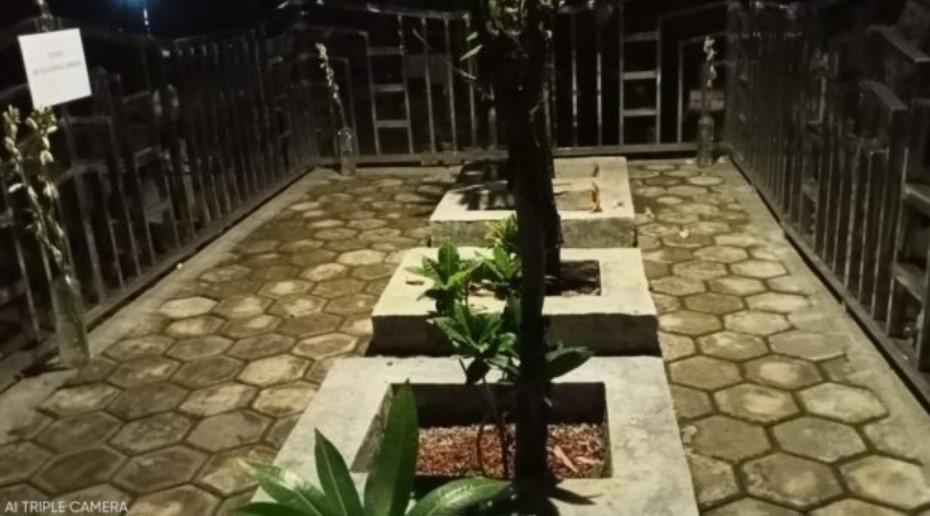 Makam Zainal Abidin Bulakblawong Balerejo