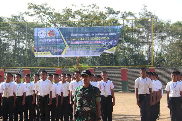Yonif Raider 514 Kostrad Melatih PBB Siswa SMK Negeri 3 Bondowoso