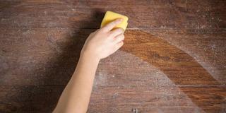 Ο εύκολος τρόπος να κρατάτε τη σκόνη μακριά από τα έπιπλα