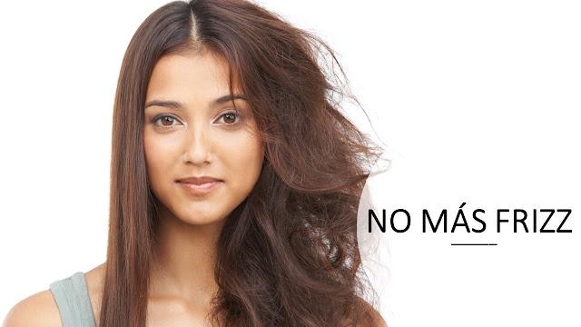 Mujer con cabello con frizz antes y después