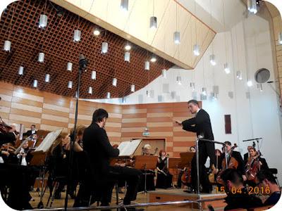 dirijor cu zambetul pe buze - Lukas Pohunnec
