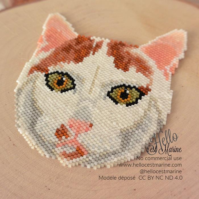 Grand chat blanc et roux en perles Miyuki delica créé et tissé par Hello c'est Marine