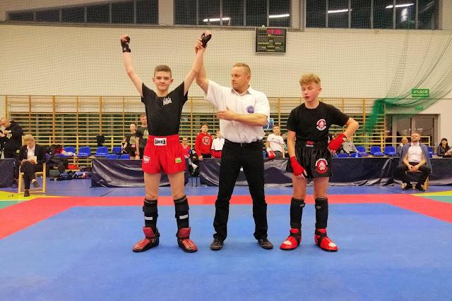 Wygrana Igora Hołobotowskiego zapewniająca Mu medal w silnie obstawionej kategorii wagowej.