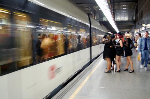 Metrovalencia refuerza el servicio de la Línea 3 para facilitar el viernes noche la participación en el Baile de Disfraces de Massamagrell