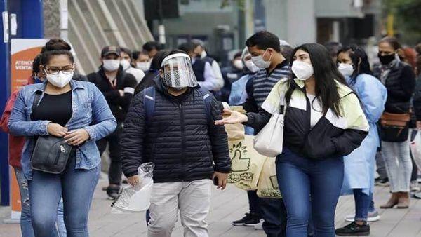 Perú sobrepasa los 320.000 contagios de la Covid-19