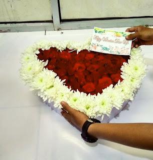 buket mawar love surabaya