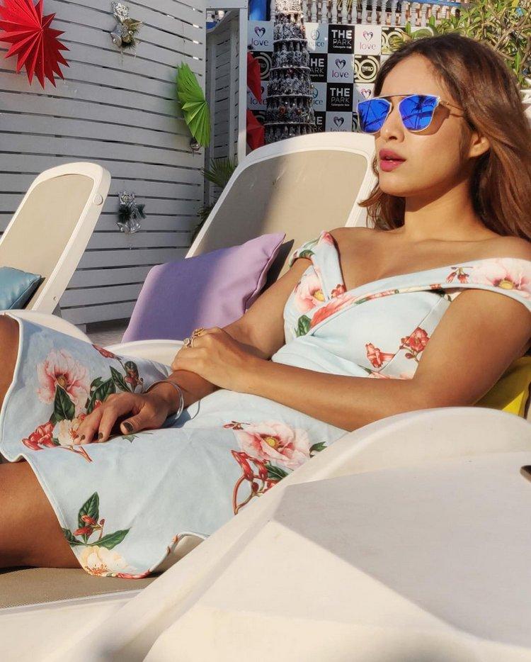 Neha-Malik-Hot-Cleavage-Pics-10