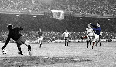 Dynamo Moscow 2 Rangers 3 in May 1972 in Barcelona. Willie Johnston scores for Rangers