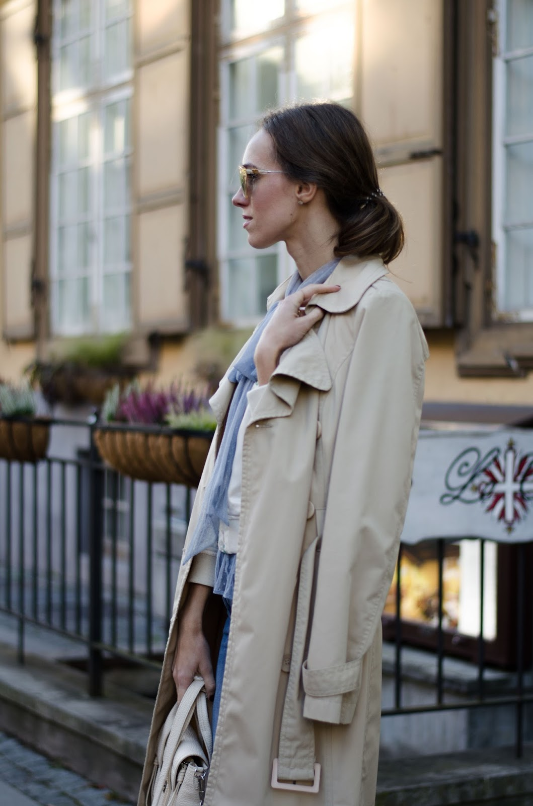 beige trenchcoat fall outfit