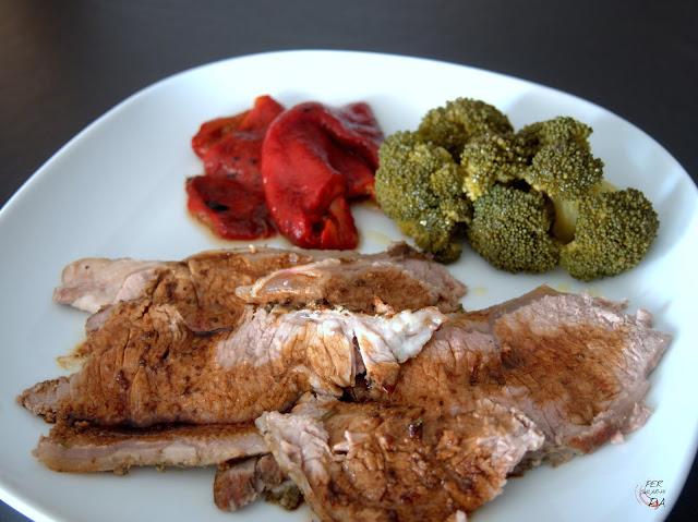 Roastbeef, emblema de la cocina inglesa, carne de vacuno marinada y asada al horno a baja temperatura.