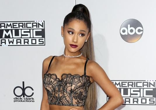 2016-11-20 アリアナ・グランデ(Ariana Grande)ロサンゼルス マイクロソフトシアターで開催されたAmerican Music Awards 2016に出席。