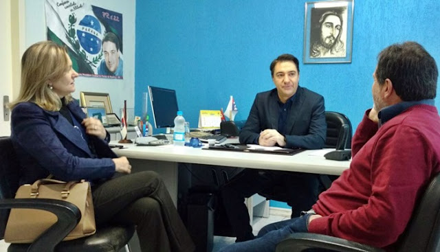Deputado Giacobo recebe em seu gabinete, prefeita e vice de Manoel Ribas