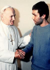 Alí Agca y Juan Pablo II