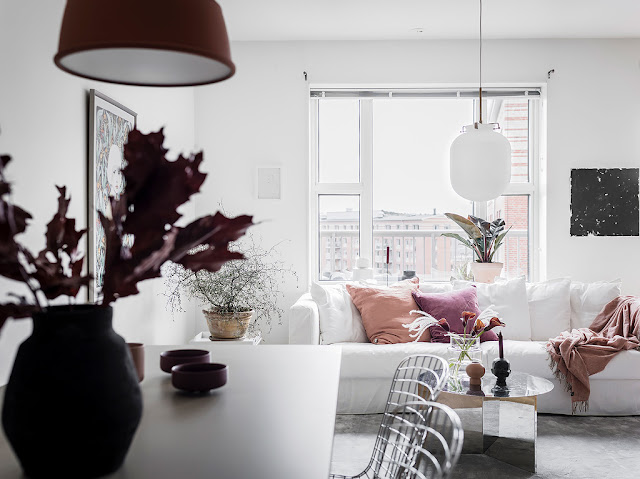 Alb, roz și gri într-un apartament de numai 45 m²