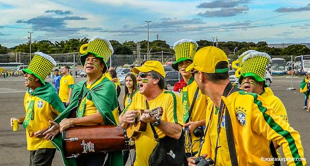 Torcida brasileira chegando ao Estádio Mané Garrincha do jogo Brasil x Camarões, na Copa do Mundo de 2014