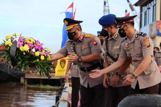 Peringati Hut Bhayangkara ke-75, Polda Kalbar laksanakan tabur bunga di Sungai Kapuas