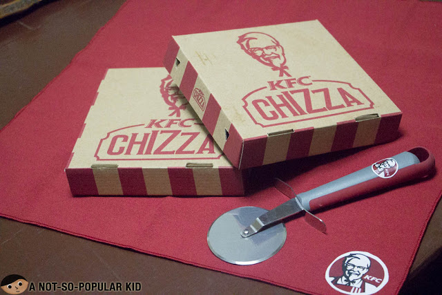 Unboxing the KFC Chizza