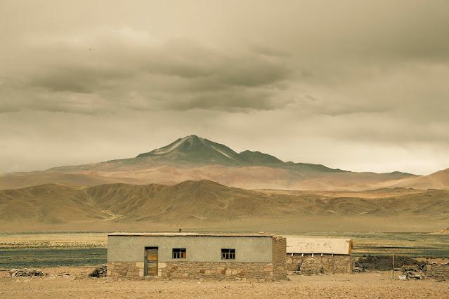 imagenes de casas solitarias en las montañas, pobreza,