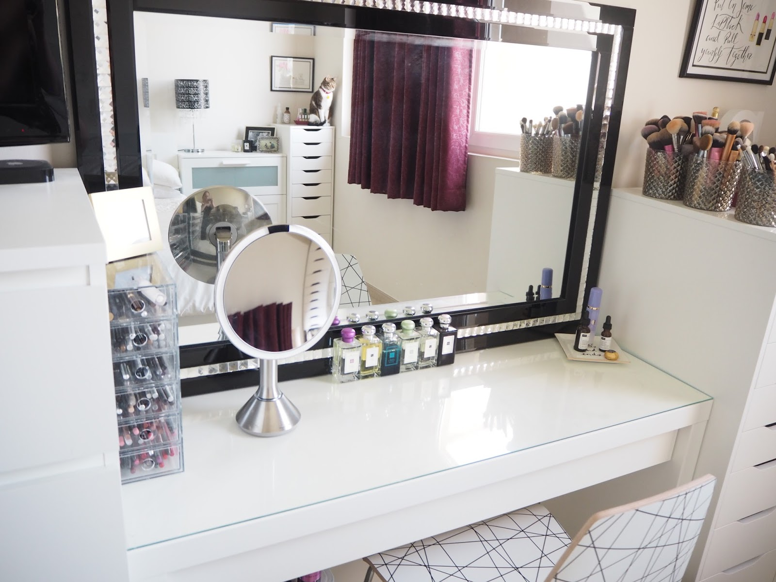 Vanity table storage best storage design 2017 for Bed dressing ideas