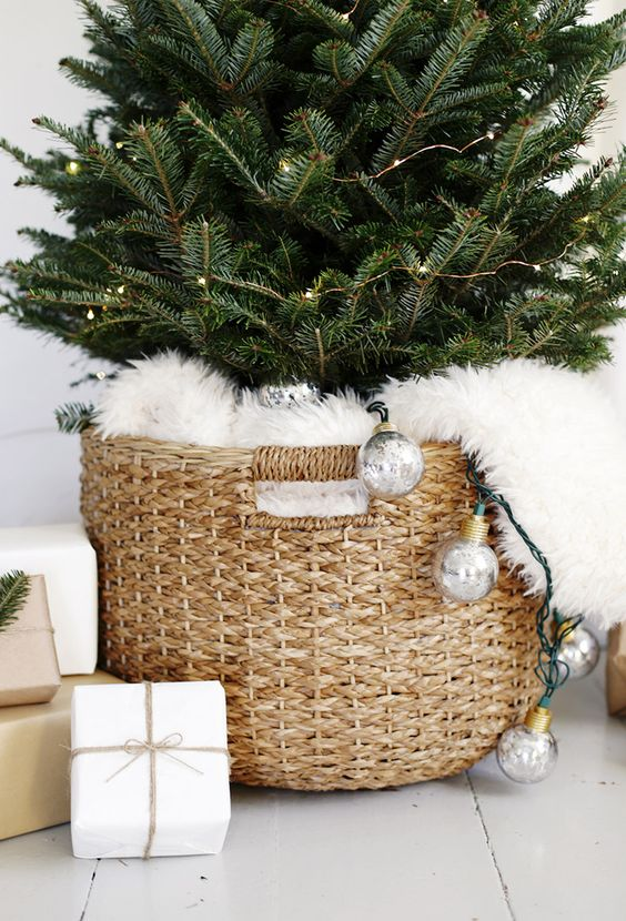 A SCANDI-CHIC CHRISTMAS TREE FOR SMALL SPACES