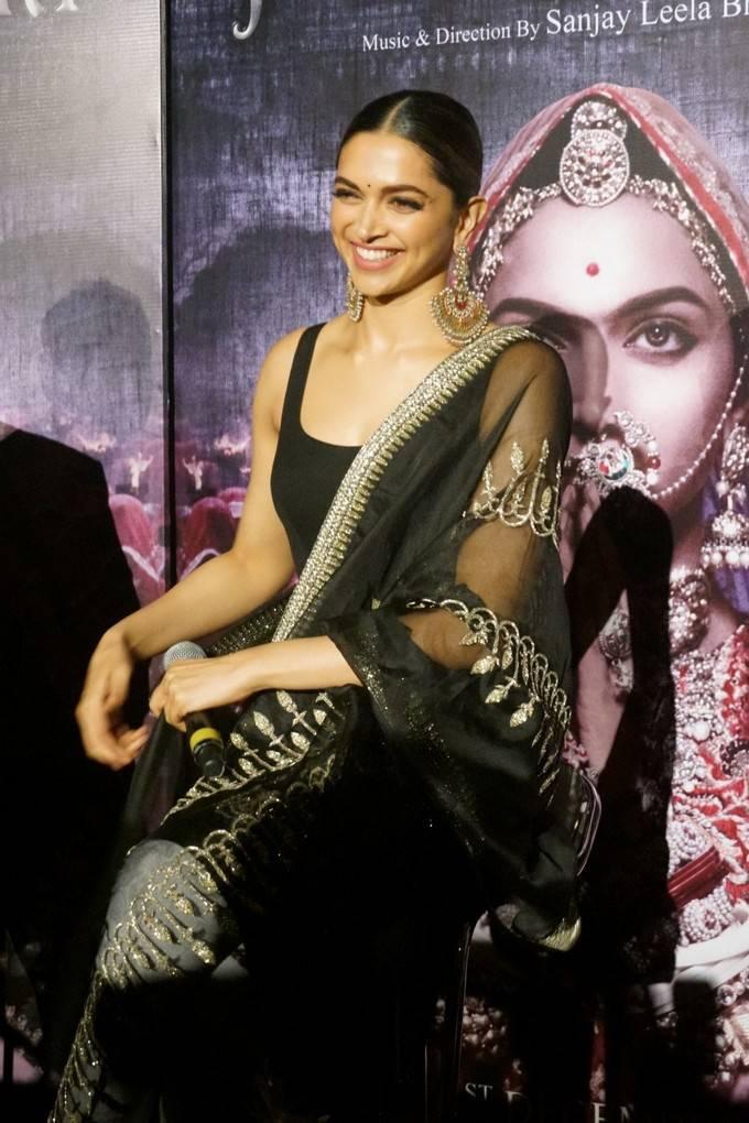 Deepika Padukone Padmavati Movie 3D Trailer Launch Hot ...