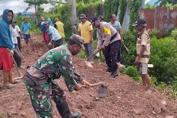 TNI-Polri dan Warga Kerja Bhakti Timbun Jalan di Kampung Yasa Mulya