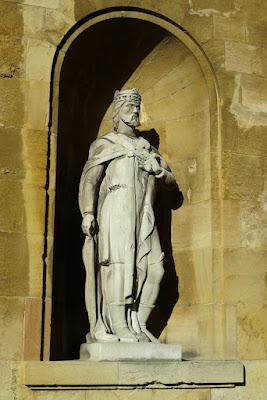 Alfonso III el Magno en el Jardín de los Reyes Caudillos de la Catedral de Oviedo