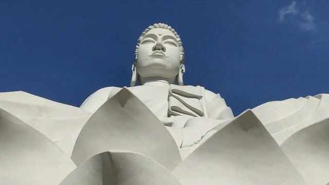 Maior que Cristo Redentor, estátua gigante de Buda é oficialmente inaugurada no ES