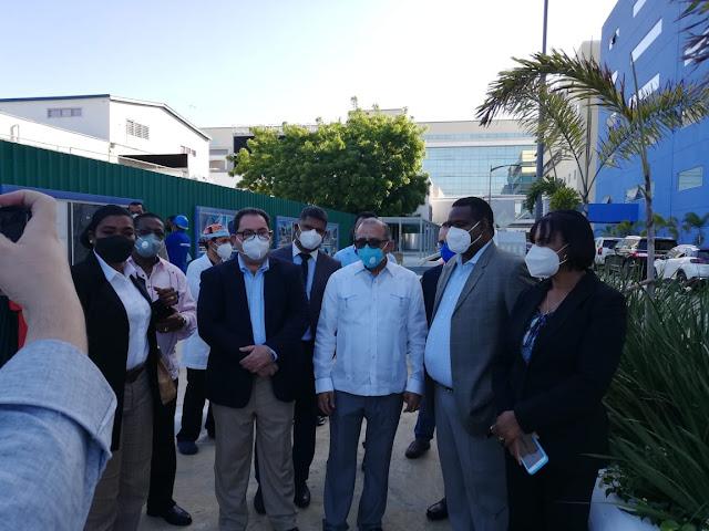 Dr. Plutarco Arias Próximo Ministro de Salud, vistia el Hospital Luis Eduardo Aybar