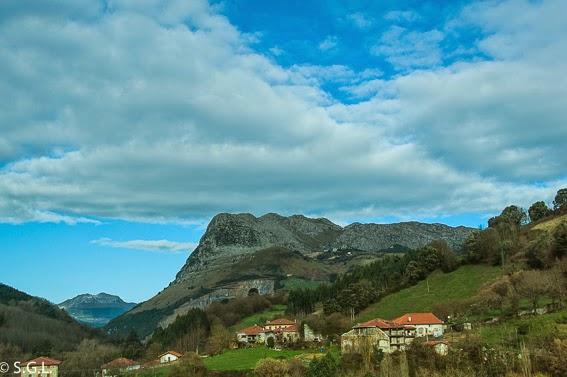 Valle de carranza y cueva Pozalagua en Vizcaya