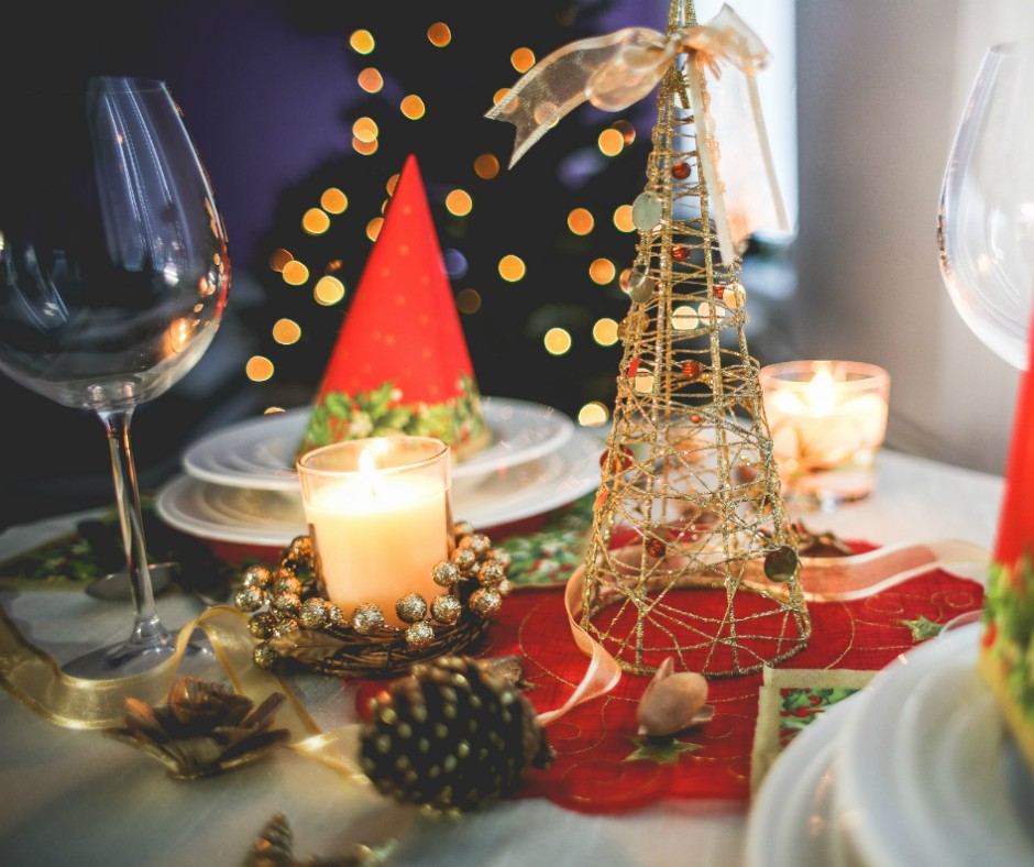 gold Christmas table decorations