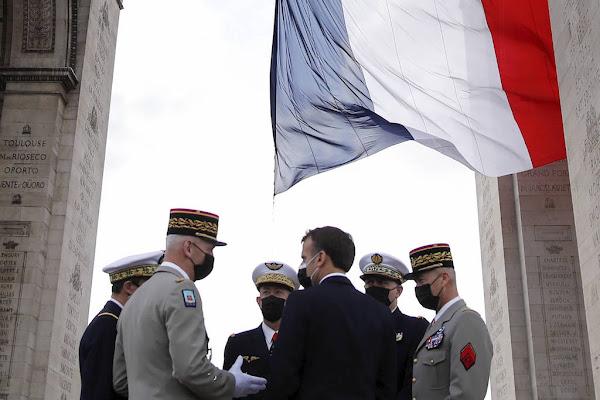 Tribune des militaires : Emmanuel Macron préparerait la riposte pour le 14 juillet prochain