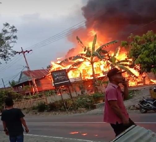 Kebakaran di Baringeng, Satu Rumah Panggung Beserta Isinya Ludes