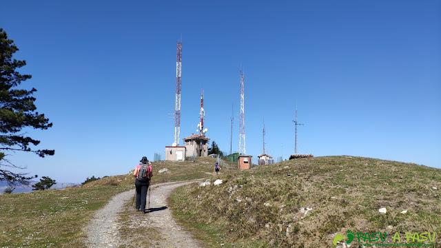Llegando a las antenas en el Mirador de Següencu