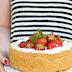Cheese cake al cioccolato bianco con panna, fragole e i must have #summer2016