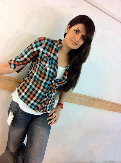 Indian-Desi-teen-girl-in-jeans-pant-and-shirt
