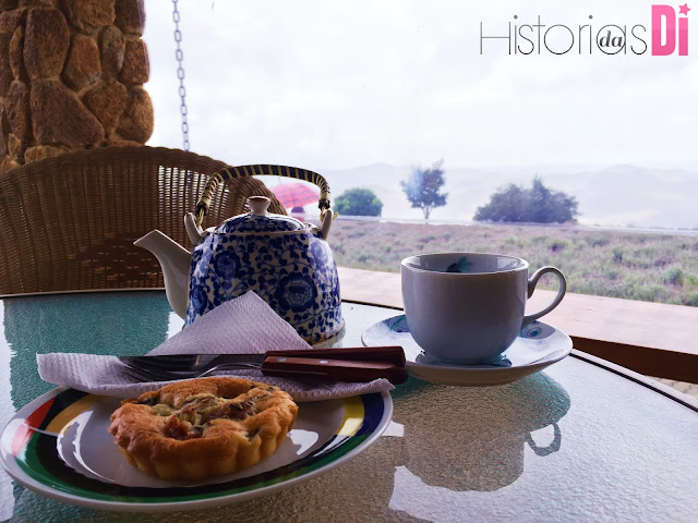 Chá e quiche de lavanda na lojinha do Lavandário de Cunha