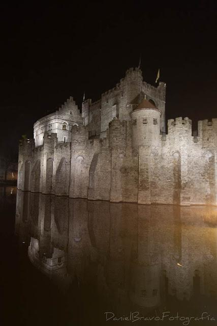 Nocturna del castillo de Gante.