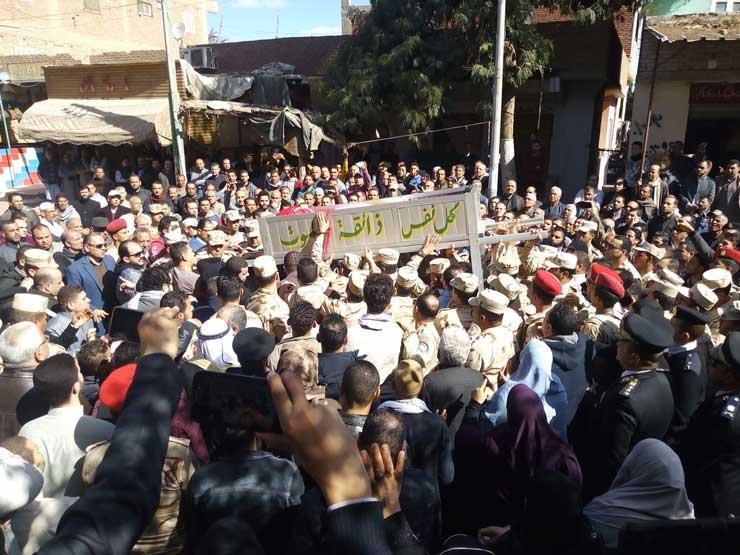 الآلاف يشيعون جثمان الشهيد مصطفى عبيدو بالزغاريد والهتاف