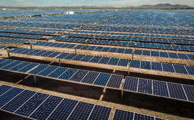 Juez federal frena aplicación de la Ley de la Industria Eléctrica