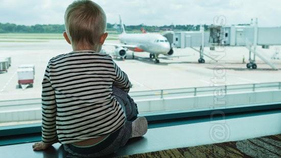criancas recebem indenizacao cancelamento voo 4